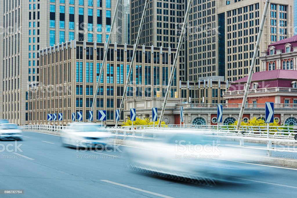urban traffic with cityscape foto royalty-free