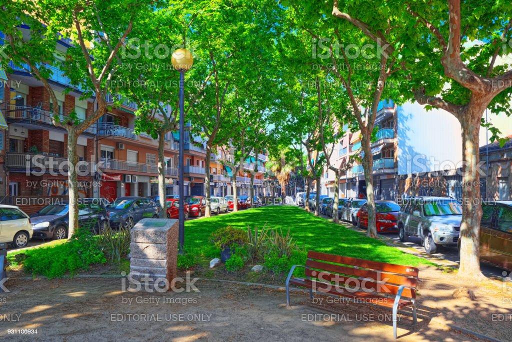 Kasaba Barcelona-Castelldefels eteklerinde yerleşim ve tarihi bölümünün Kentsel Gösterim. Catalonia, İspanya. - Royalty-free Apartman Stok görsel