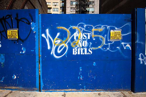 都会の壁 - street graffiti ストックフォトと画像