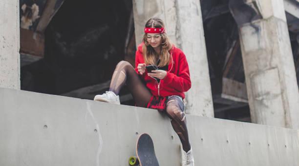 urbane junge dame in rot - hipster unterwäsche stock-fotos und bilder