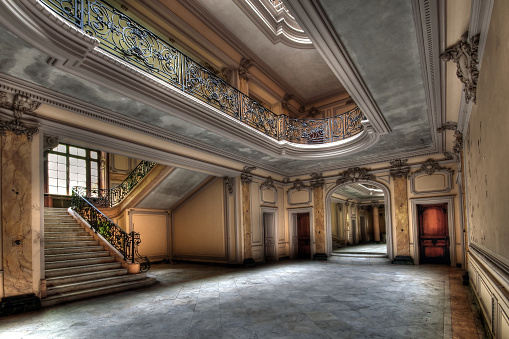 Urbex (urban exploration): Abandoned house with glory and luxury in the past