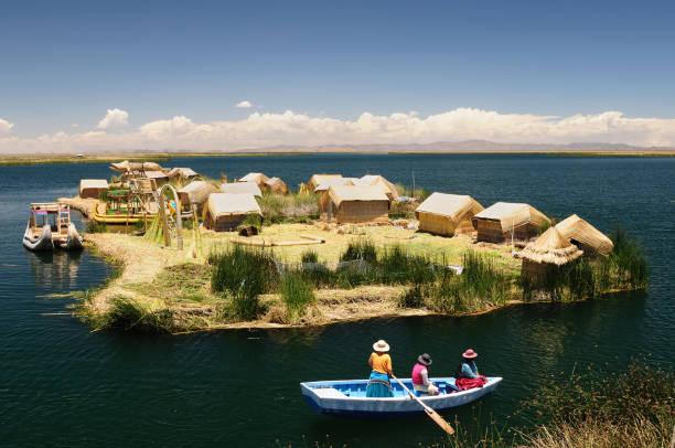 ウロス島 - チチカカ湖 ストックフォトと画像