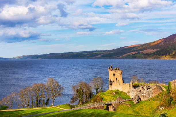 Urquhart Castle at Loch Ness Urquhart Castle at Loich Ness in the scottish highlands north coast 500 stock pictures, royalty-free photos & images