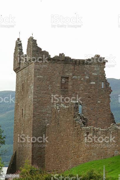 Urquhart castle beside loch ness in scotland uk picture id470922015?b=1&k=6&m=470922015&s=612x612&h=1vcb4vpqrc2qfc6l5c45h4ezpeak3kvkvbtk06r3ioa=
