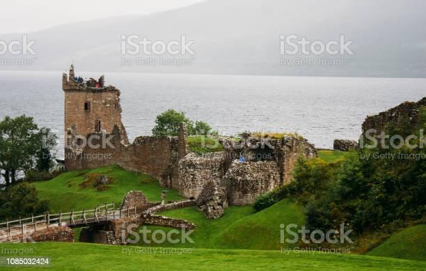 Urquhart castle loch ness picture id1085032424?b=1&k=6&m=1085032424&s=612x612&h=u60tfkrwlgu4t1mzxtrgcylywjnn3akt bmc8 eioxm=
