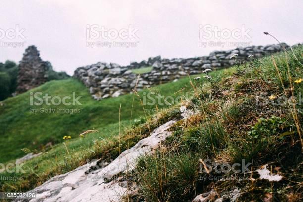 Urquhart castle loch ness picture id1085032426?b=1&k=6&m=1085032426&s=612x612&h=vxdiias9mvj7n3h9rmrijggmsi6bzvpsqehfdwugd8u=