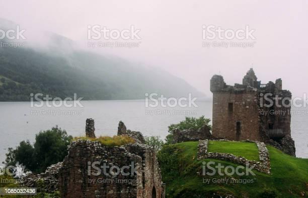 Urquhart castle loch ness picture id1085032436?b=1&k=6&m=1085032436&s=612x612&h=kw uno3qupmio 27lm15ctfppdewl44 jou mfl3zxw=