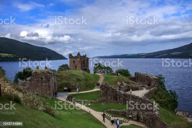 Urquhart castle scotland picture id1043744994?b=1&k=6&m=1043744994&s=612x612&h=3gwvhamuoktmsulcmgllzafdk5kjzby2iwlw6hjjq6e=