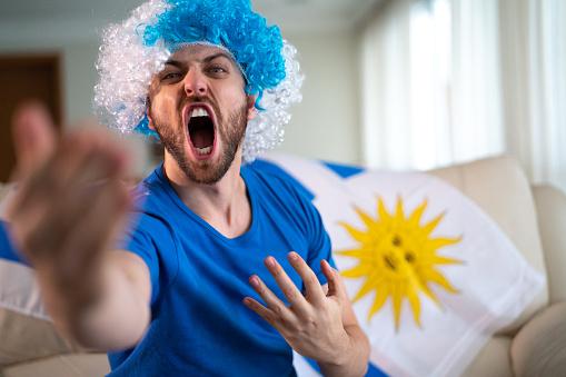Uruguayaanse Fan Vieren Thuis Stockfoto en meer beelden van Alleen mannen