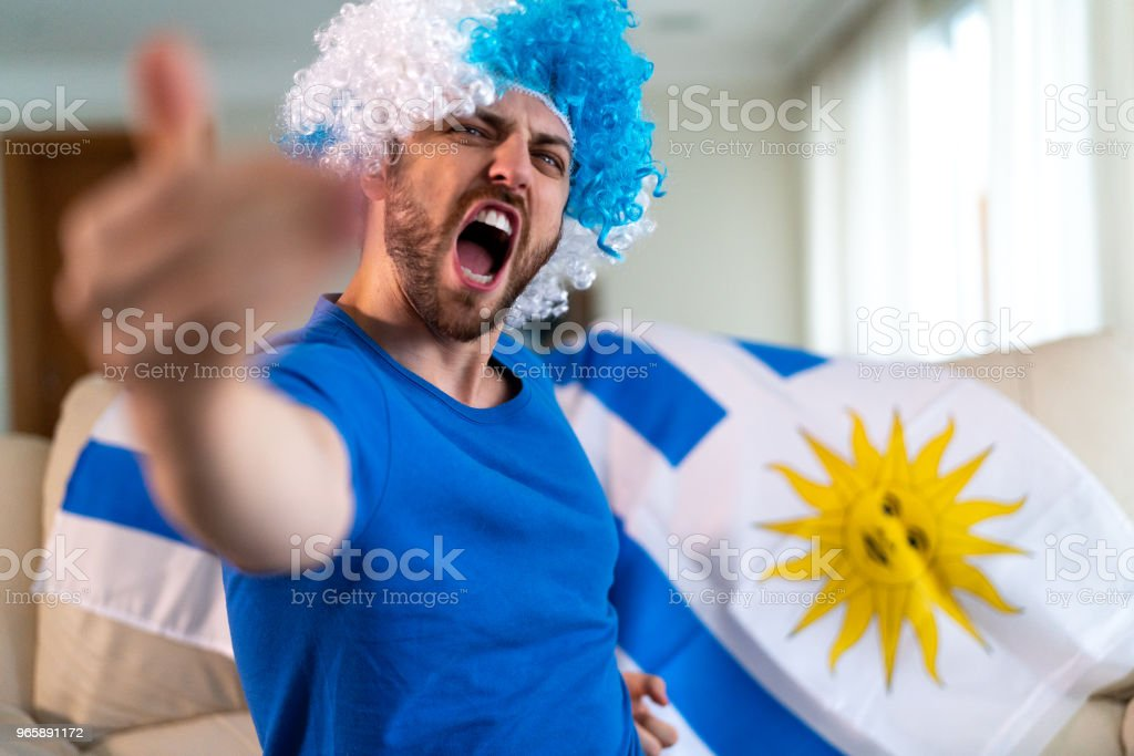 Uruguayan fan celebrating at home - Royalty-free Adulto Foto de stock