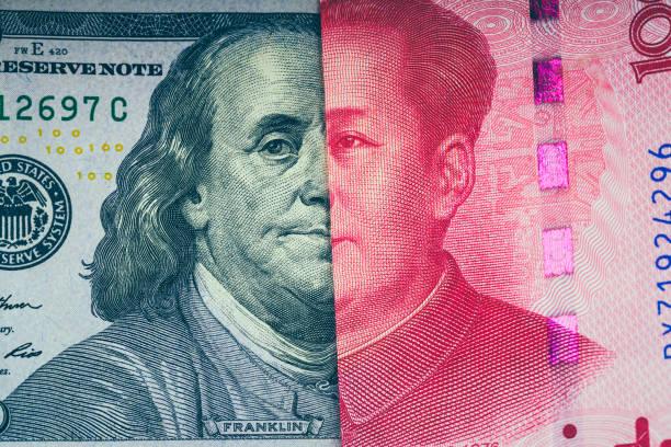 100 dólar estadounidense con 100 Yuan Chino - foto de stock