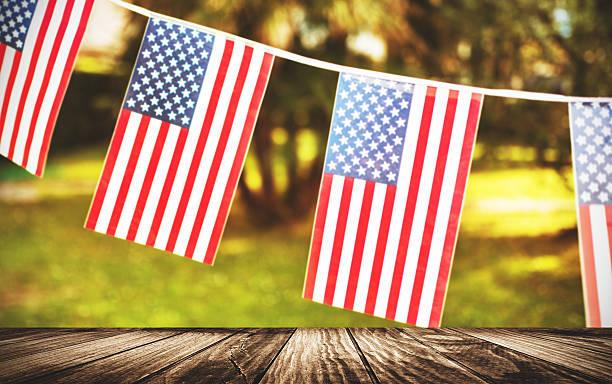 us-feiertag banner - horizontal gestreiften vorhängen stock-fotos und bilder