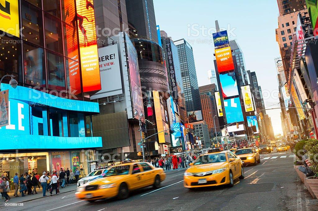 EUA, Nova York, Times Square, à noite - foto de acervo