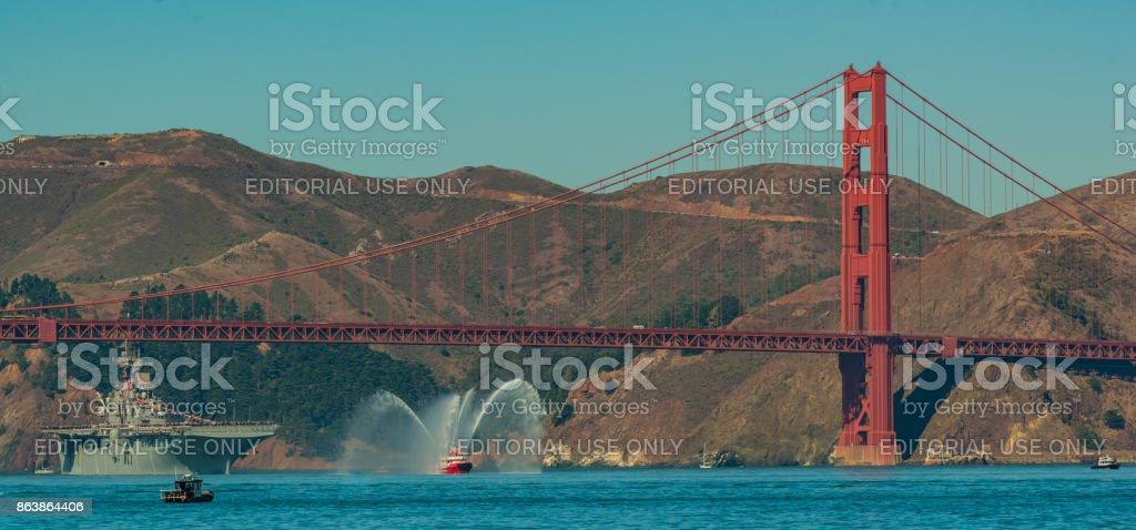 Use Essex Carrier coming under the Golden Gate Bridge for 2017 Fleet Week Oct 6, 2017 San Francisco Ca. stock photo