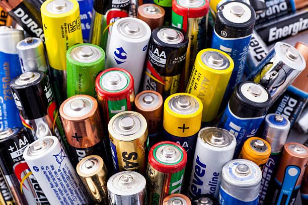 電池を使用 - ブランド名 ストックフォトと画像