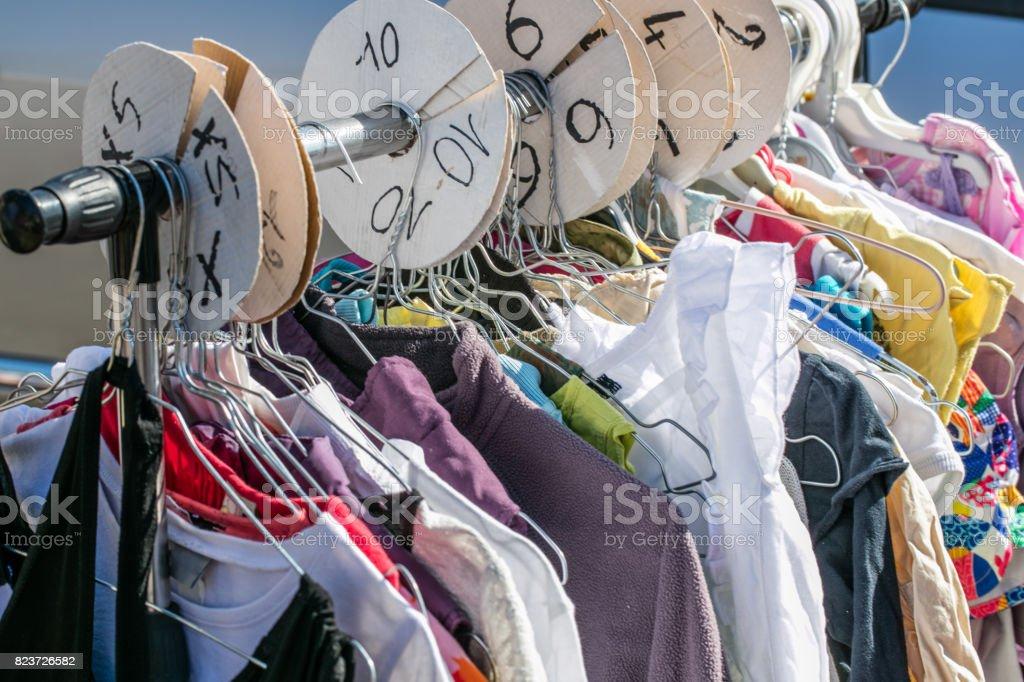 official photos d907a 5edc6 Gebrauchte Kinder Und Babykleidung Pro Größe Auf Rack ...