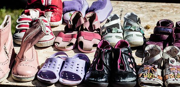 Kinder und baby-Schuhe verwendet für die Wiederverwendung im Flohmarkt – Foto