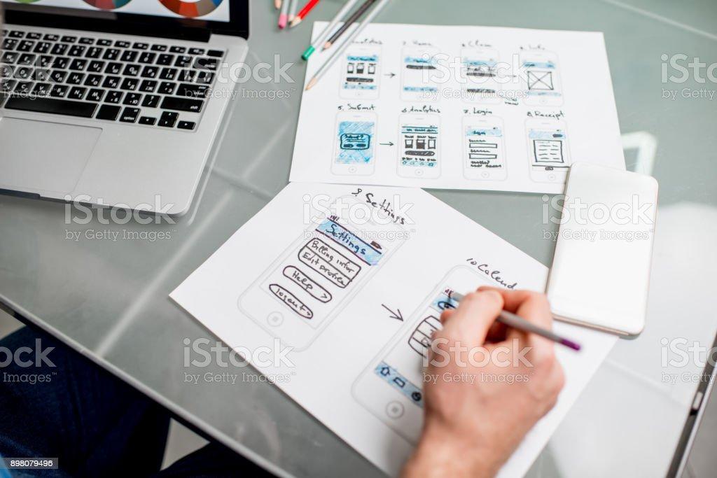 User-Erfahrung-Designer arbeiten im Büro – Foto