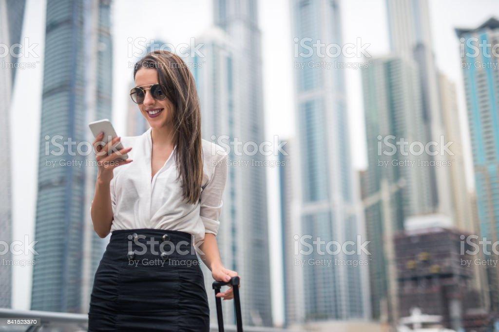 Mit einem Handy - Lizenzfrei Dubai Stock-Foto