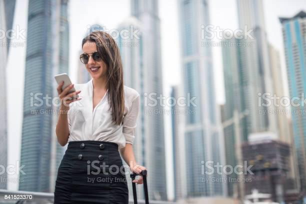 Mit Einem Handy Stockfoto und mehr Bilder von Dubai