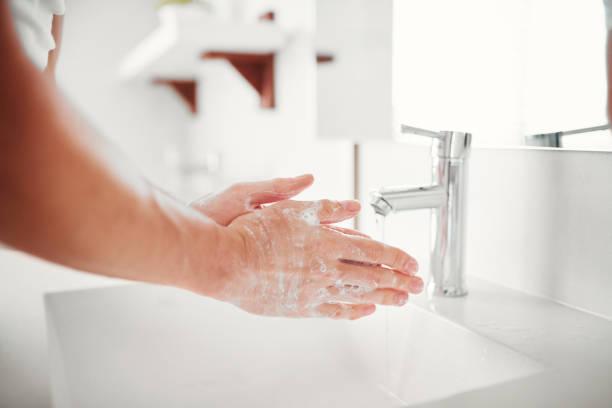 bir anti kullanarak mikrop handwash - yıkamak stok fotoğraflar ve resimler