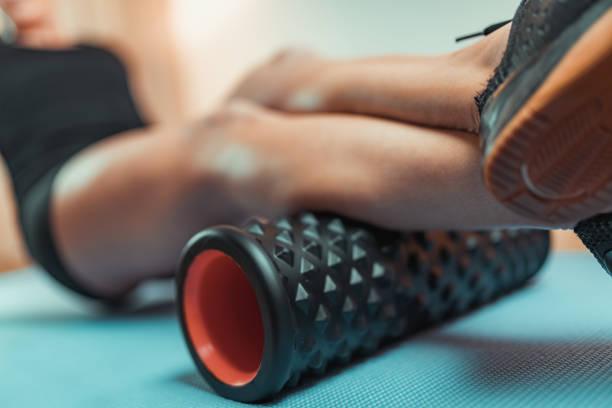 Mit Schaumstoffroller für Muskel- und Faszienmassage – Foto