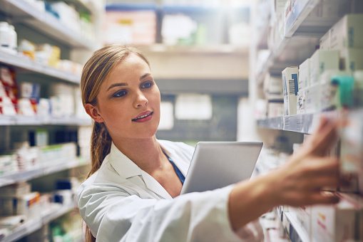 istock Using online tools to choose the best medication 660133278