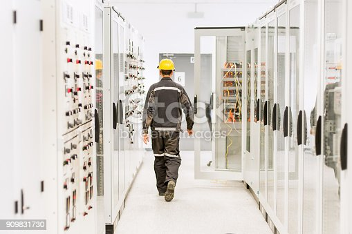 istock Using protective relay and medium voltage switchgear. Engineering department 909831730