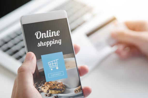 verwendung von smartphone für online-shopping. kreditkarte internet bezahlen. - startseite stock-fotos und bilder
