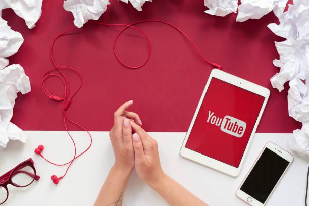 gebruik van youtube - youtube stockfoto's en -beelden
