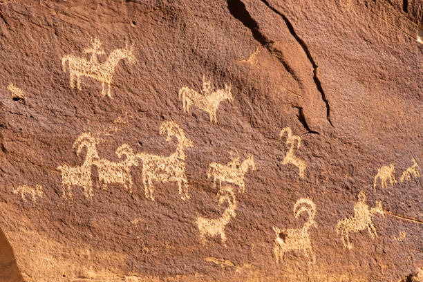 Ute Petroglyphs, Delicate arch hiking trail, Arches National Park, angrenzend an den Colorado River, Moab, Utah, USA – Foto