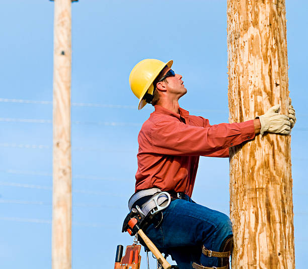 Utility Lineman  football lineman stock pictures, royalty-free photos & images