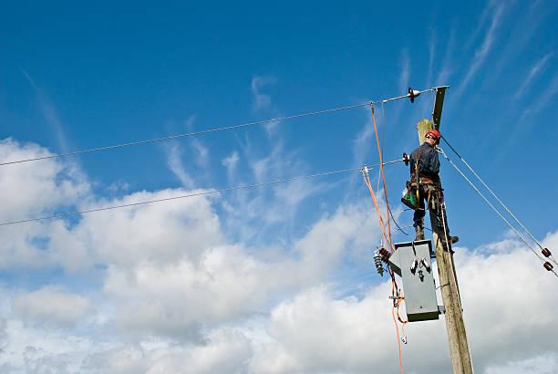 utility-arbeiter - kabelschuhe stock-fotos und bilder