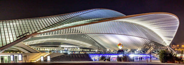 uturistic Liege-Guillemins railway station in Belgium, the station is made of steel, glass and white concrete and designed by Santiago Calatrava Liege, Belgium 12/04/2019 Futuristic Liege-Guillemins railway station in Belgium, the station is made of steel, glass and white concrete and designed by the Spanish architect Santiago Calatrava lulik stock pictures, royalty-free photos & images