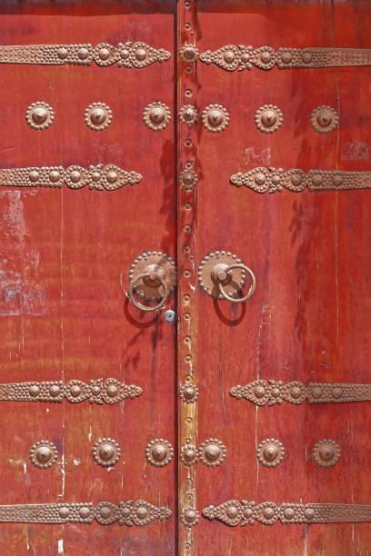 Uigurischer Stil unbemalte Tür geschlossen es im Viehmarktgebiet-Hotan-Xinjiang-China-0181 – Foto
