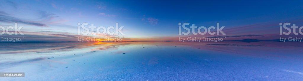 Uyuni reflections, an infinite horizon - Royalty-free Adventure Stock Photo