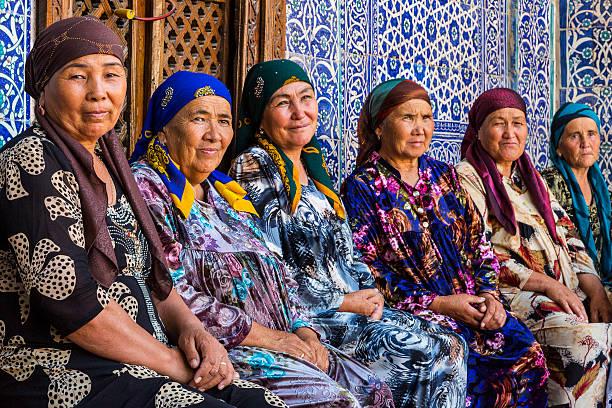 uzbek women in colorful dresses. - oezbekistan stockfoto's en -beelden