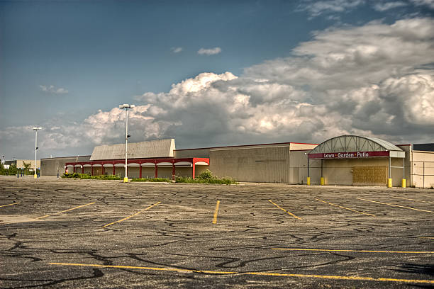 vacant commercial store parking lot - dilapidated stock pictures, royalty-free photos & images