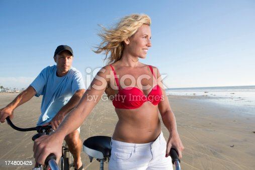 MAn and woman with bikes at the ocean