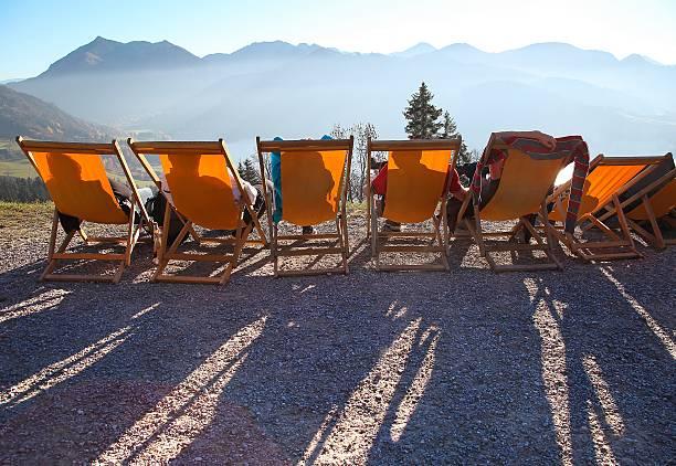 urlaub in den alpen - bayerische brotzeit stock-fotos und bilder