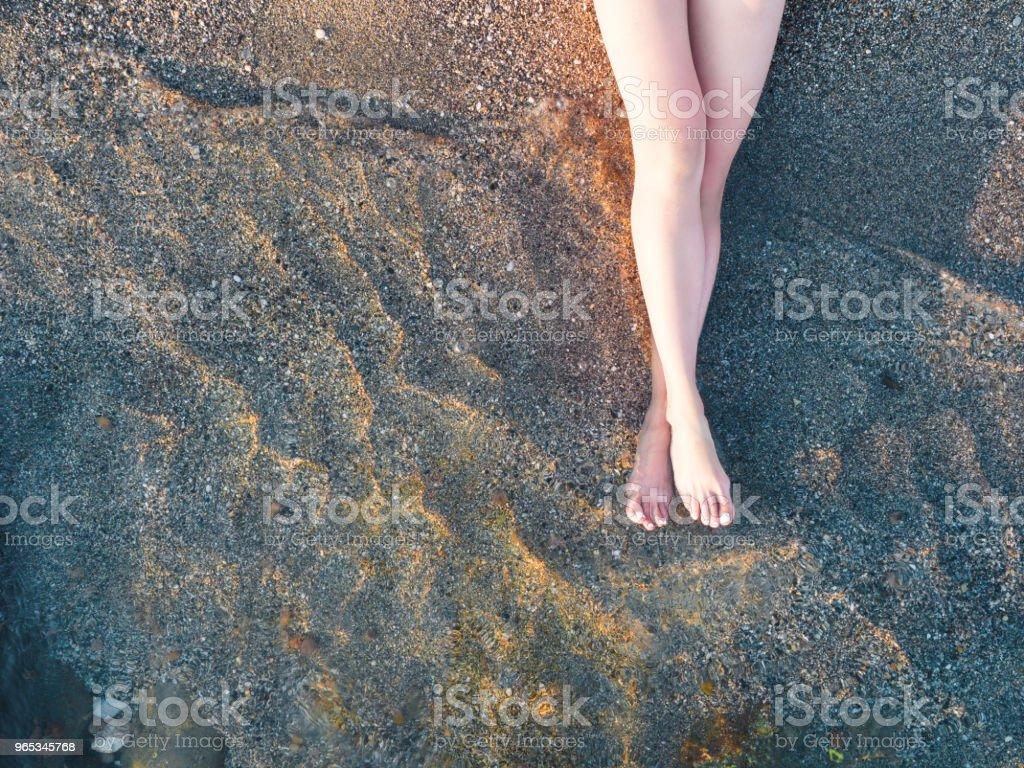Vacation on ocean beach, feet on sea sand zbiór zdjęć royalty-free