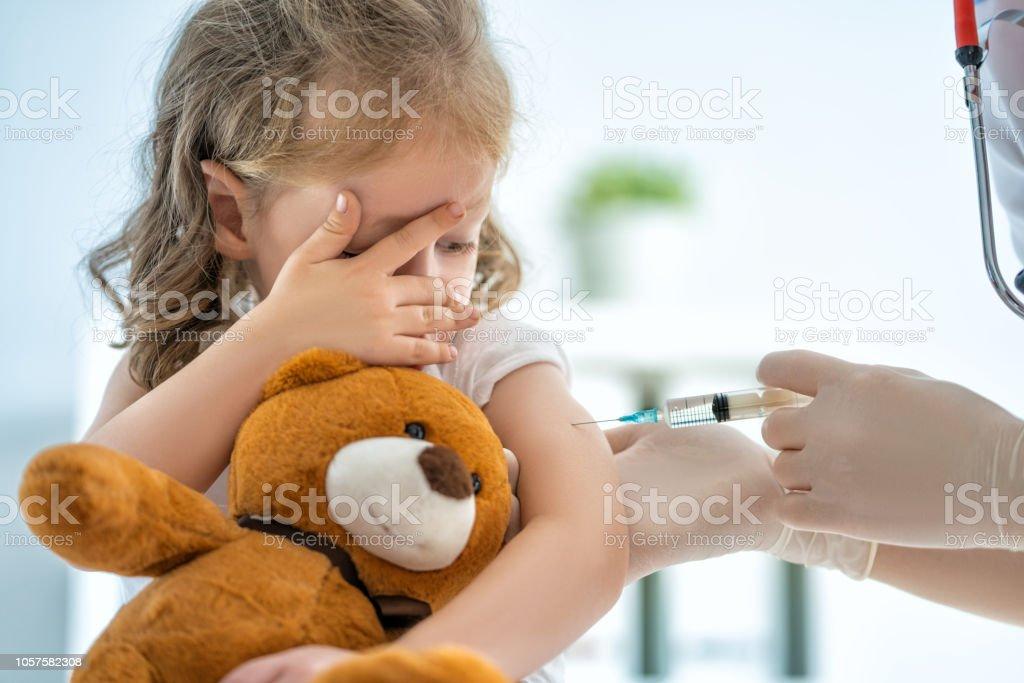 die Impfung eines Kindes – Foto