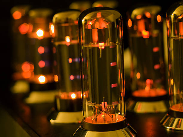 vacuum tube amplifier - radiobuis stockfoto's en -beelden