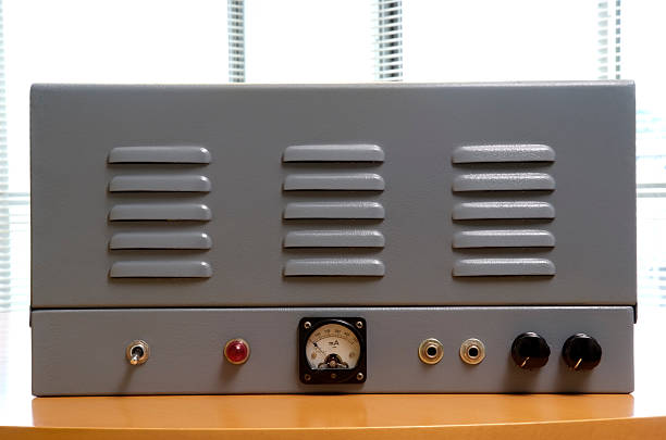 vacuum tube hi-fi amplifier - radiobuis stockfoto's en -beelden