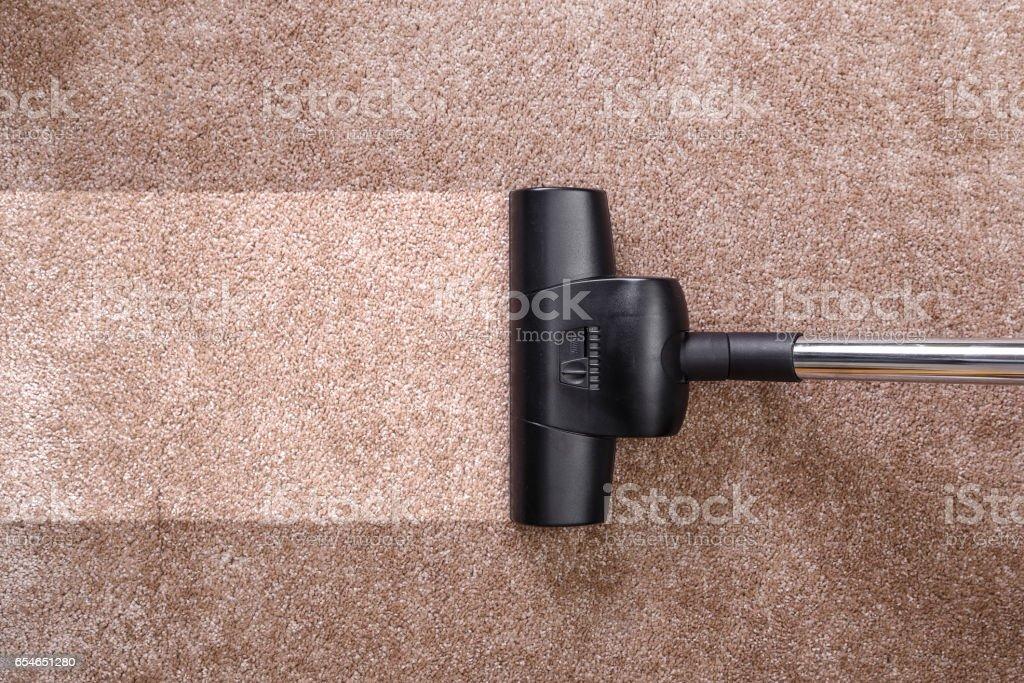Vacuuming carpet with vacuum cleaner. Housework. - foto stock