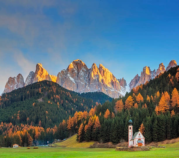 Val di Funes, San Giovanni Church & Dolomites, Italy Italy, Dolomites, Val di Funes, Villnöss dolomites stock pictures, royalty-free photos & images