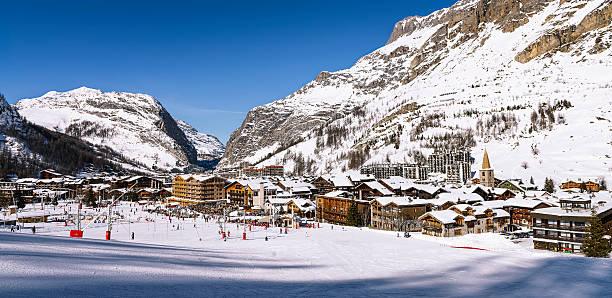 val d'isère city  - hotel alpenblick stock-fotos und bilder