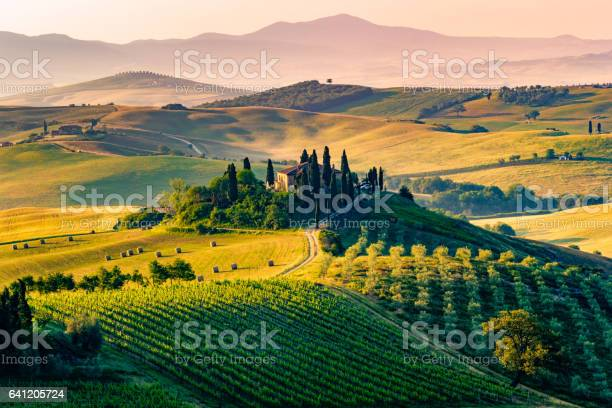 Val dorcia tuscany italy picture id641205724?b=1&k=6&m=641205724&s=612x612&h=1r2ldcwfrsdpfcgymk72rreb6sct6bnulij7oj4uffe=