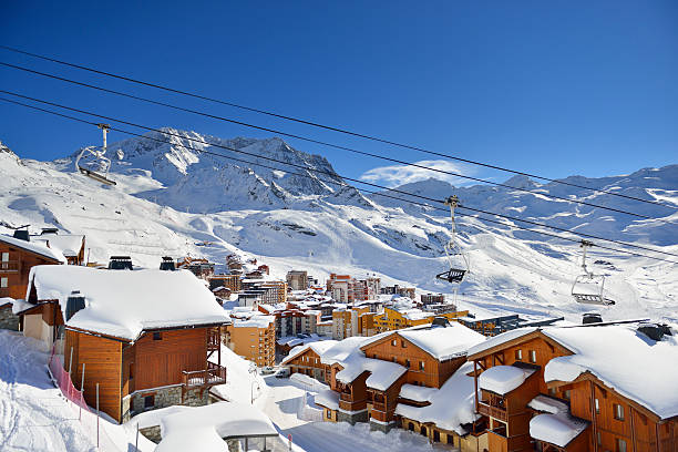 Val Thorens View over Val Thorens in the Trois Vallees skiing area in the French Savoie region. ski resort stock pictures, royalty-free photos & images