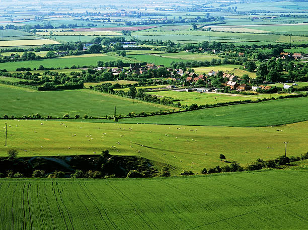 vale of aylesbury Buckinghamshire Chilterns - the vale of aylesbury - view from the chiltern hills buckinghamshire stock pictures, royalty-free photos & images